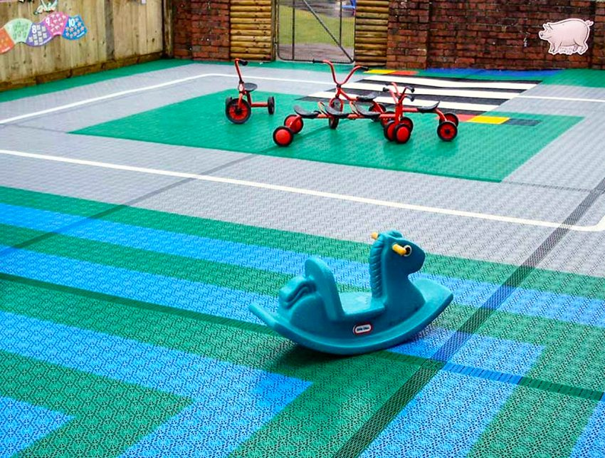 Как сделать покрытие для детской площадки 477