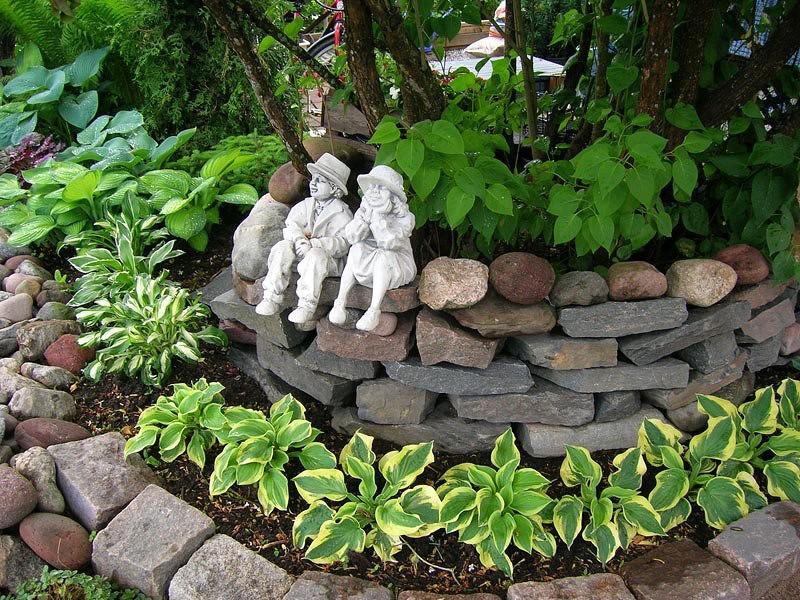 Декор из камня в саду своими руками 59