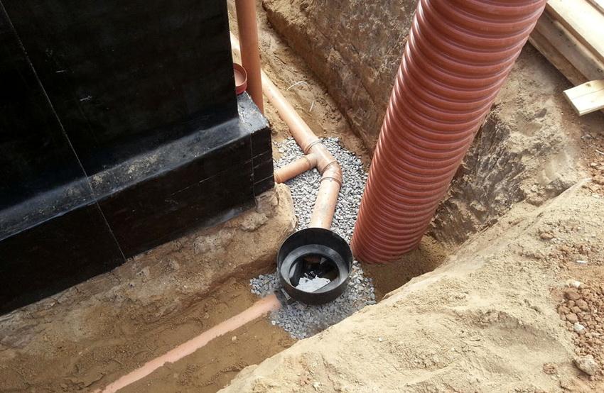 truby-kanalizatsionnye-truby-dlya-naruzhnoj-kanalizatsii-montazh-kommunikatsij-889585-2