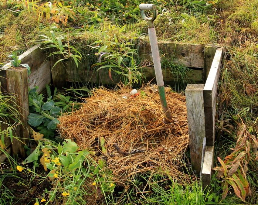 kompostnaya-yama-izgotovlenie-kompostnoj-yamy-svoimi-rukami-1250