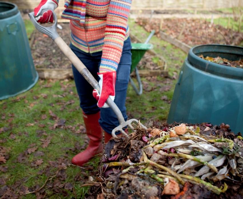 kompostnaya-yama-izgotovlenie-kompostnoj-yamy-svoimi-rukami-12530