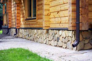 metallicheskie-vodostoki-tsena-foto-montazh-svoimi-rukami-5187