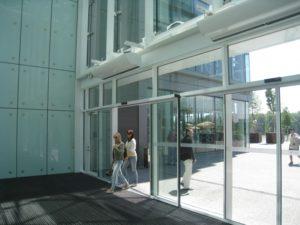 teplovaya-zavesa-na-vhodnuyu-dver-vozdushno-teplovaya-zavesa-obzor-modelej-143