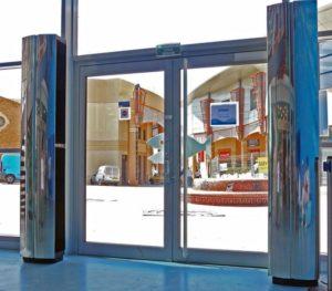 teplovaya-zavesa-na-vhodnuyu-dver-vozdushno-teplovaya-zavesa-obzor-modelej-11