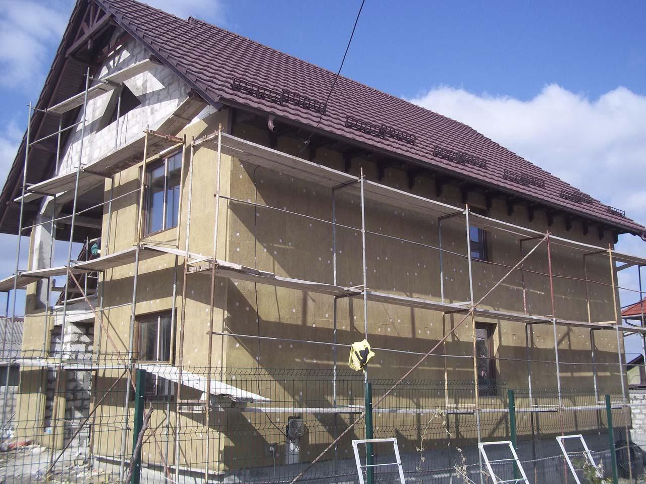 vidy-utepleniya-fasada-chem-uteplit-fasad-doma-materialy-i-tehnologii-3