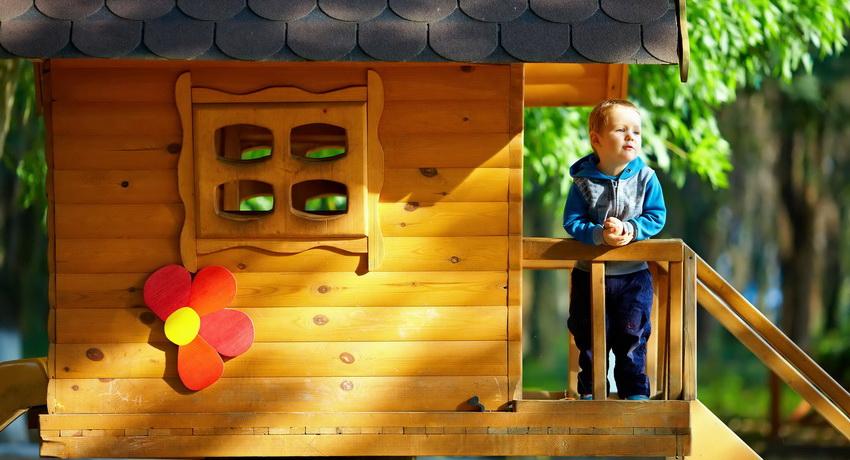 detskij-domik-dlya-dachi-foto-video-detskij-igrovoj-domik-svoimi-rukami-1