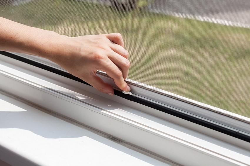 moskitnye-setki-na-okna-foto-video-raznovidnosti-izdelij-7